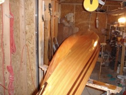The hull has the first coat of varnish on it.